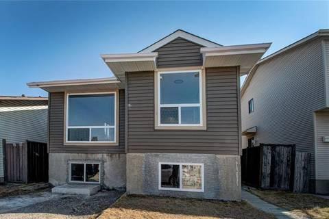 House for sale at 208 Castlegreen Cs Northeast Calgary Alberta - MLS: C4241673