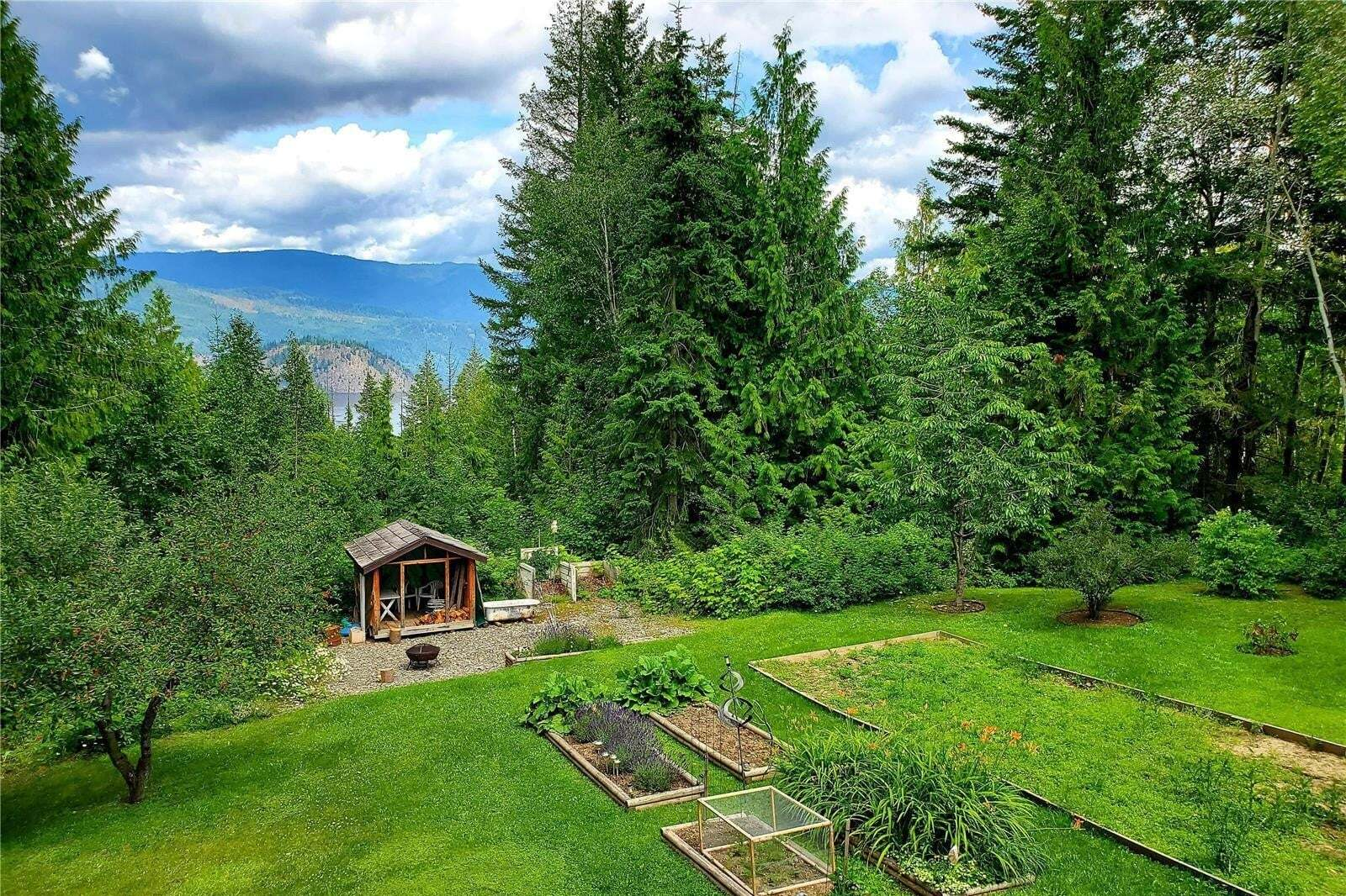 House for sale at 2083 Trans Canada Hy Sorrento British Columbia - MLS: 10207523