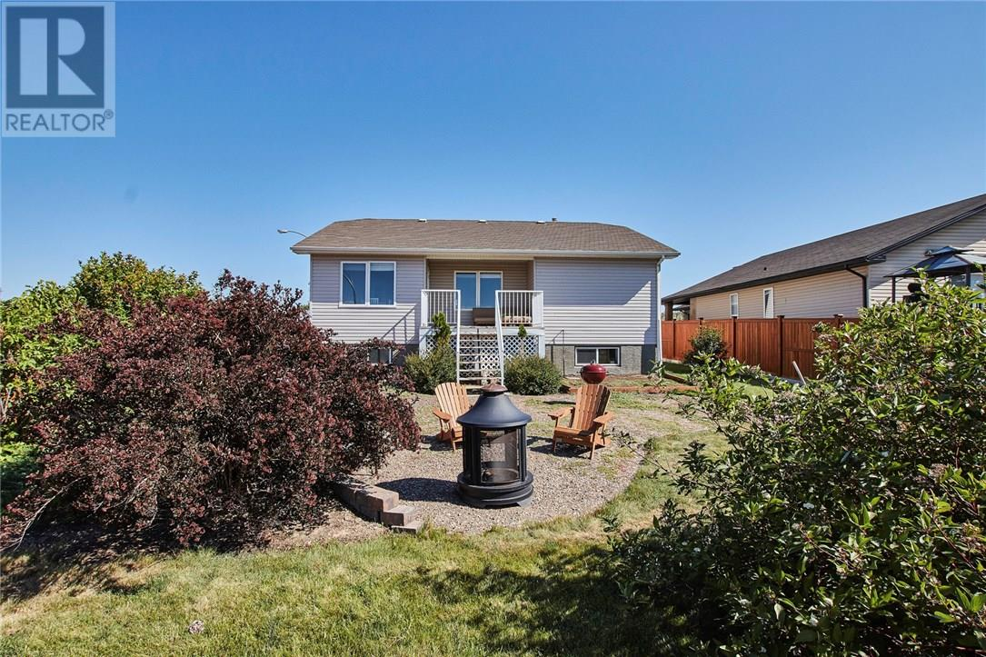 For Sale: 209 5 Avenue Southwest, Redcliff, AB   4 Bed, 2 Bath Home for $369,900. See 30 photos!