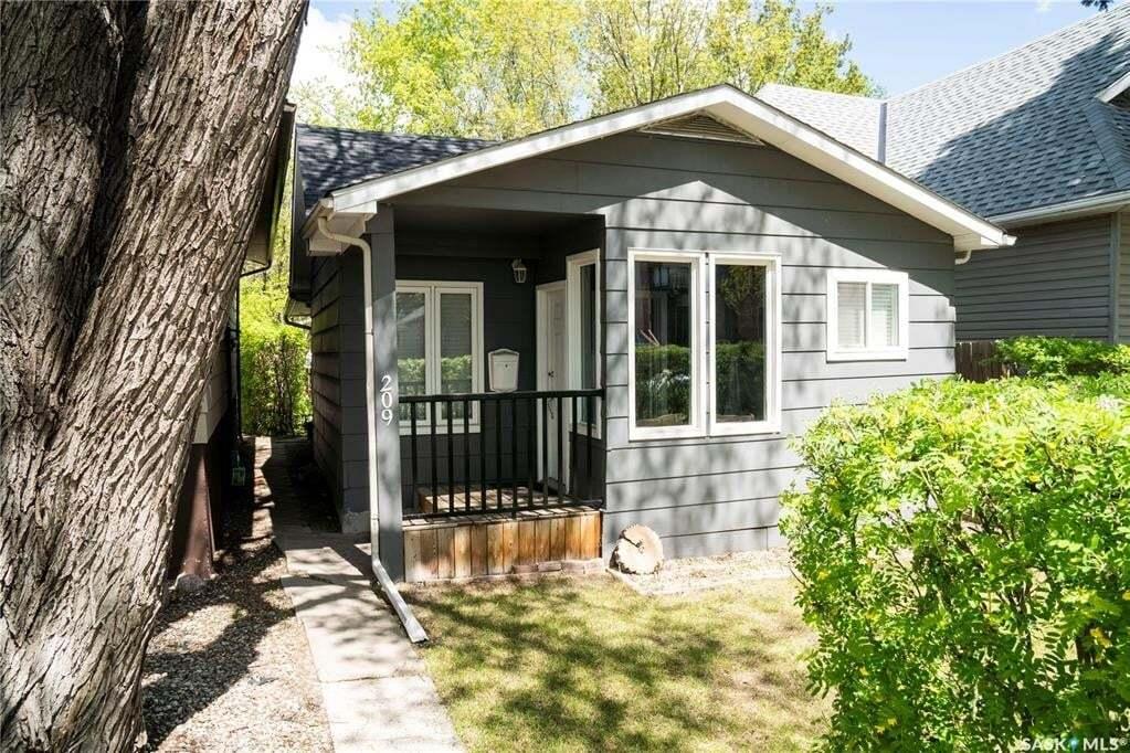 House for sale at 209 5th St E Saskatoon Saskatchewan - MLS: SK810034