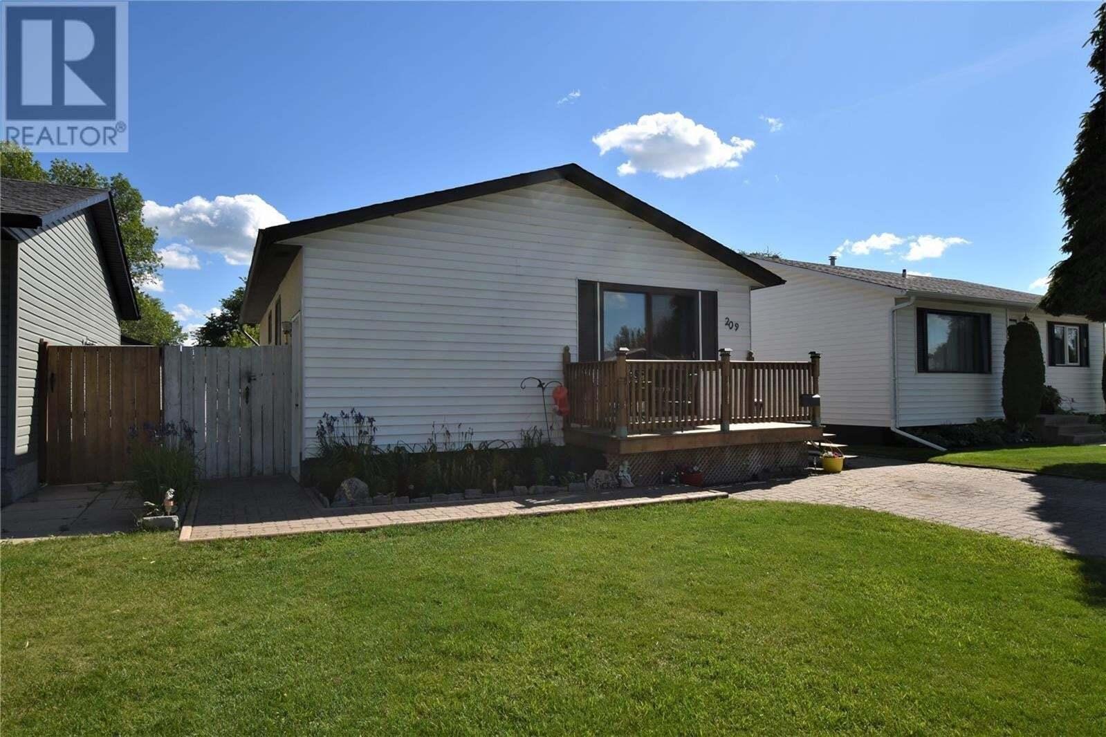 House for sale at 209 Cartier Cres Saskatoon Saskatchewan - MLS: SK814101
