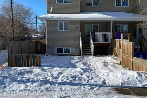 Townhouse for sale at 209 N Ave N Saskatoon Saskatchewan - MLS: SK798481
