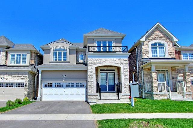 For Sale: 209 Thomas Phillips Drive, Aurora, ON | 4 Bed, 4 Bath House for $1,099,000. See 20 photos!