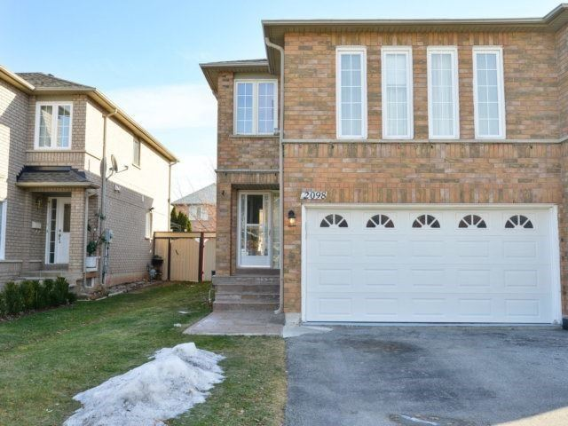 For Sale: 2098 Shady Glen Road, Oakville, ON | 3 Bed, 4 Bath Townhouse for $848,888. See 20 photos!