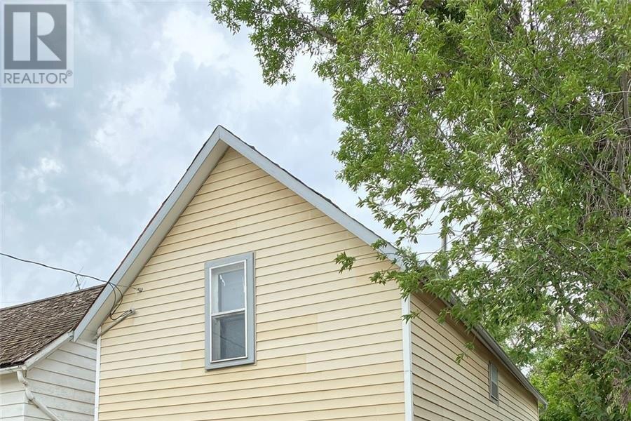 House for sale at 21 3rd Ave SE Weyburn Saskatchewan - MLS: SK834356