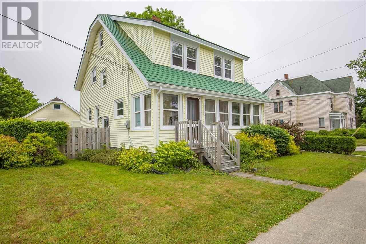 House for sale at 21 Brunswick St Yarmouth Nova Scotia - MLS: 202012324