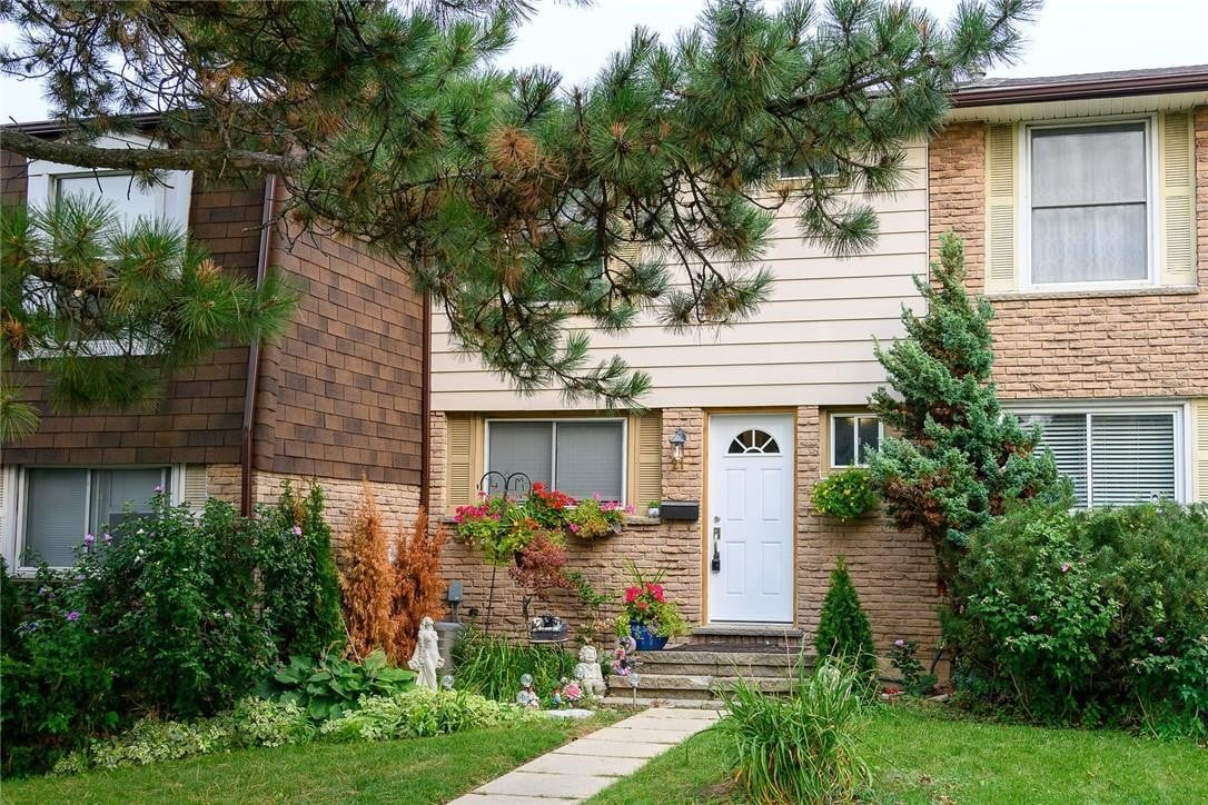 Townhouse for sale at 21 Courtland Ave Hamilton Ontario - MLS: H4087435