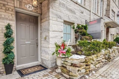 Townhouse for sale at 21 Furrow Ln Toronto Ontario - MLS: W5057393