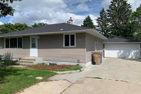House for sale at 21 Manor Rd Regina Saskatchewan - MLS: SK799046