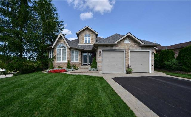 For Sale: 21 Pacific Avenue, Barrie, ON | 3 Bed, 4 Bath House for $749,000. See 20 photos!
