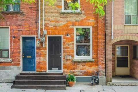 Townhouse for sale at 21 St Patricks Sq Toronto Ontario - MLS: C4892030