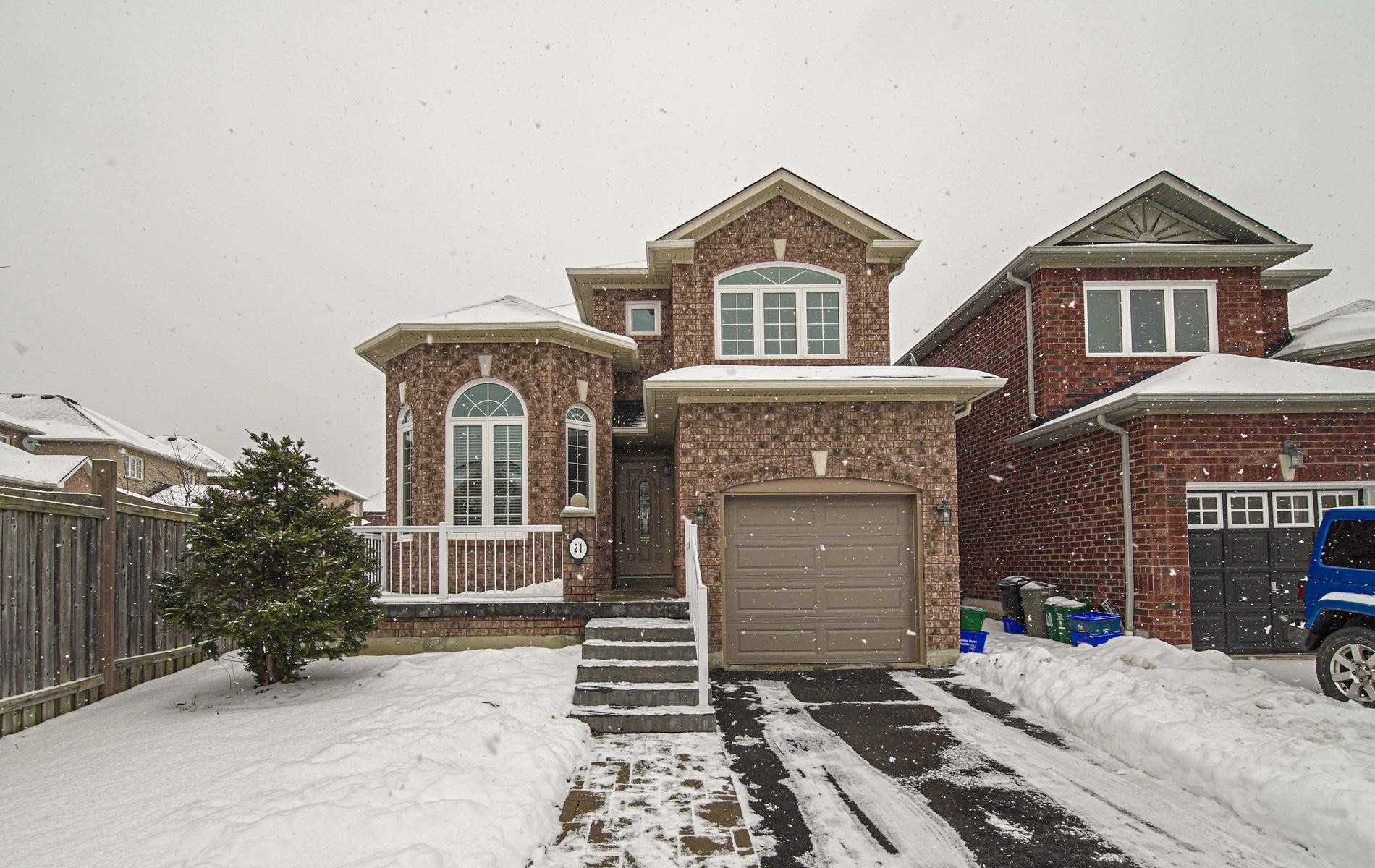For Rent: 21 Tormina Boulevard, Whitby, ON | 3 Bed, 3 Bath House for $2300.00.