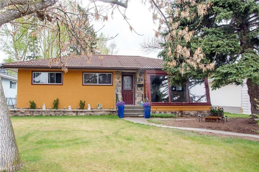 House for sale at 21 White Oak Cr SW Wildwood, Calgary Alberta - MLS: C4290259