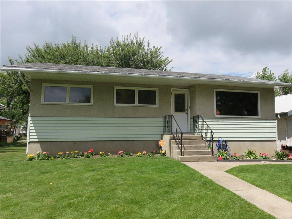 House for sale at 210 3 St S Vulcan Alberta - MLS: C4108364