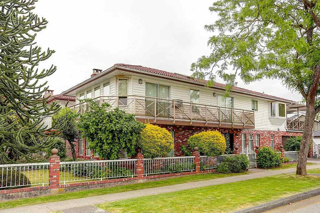 For Sale: 210 Madison Avenue, Burnaby, BC | 6 Bed, 4 Bath House for $1,598,000. See 20 photos!
