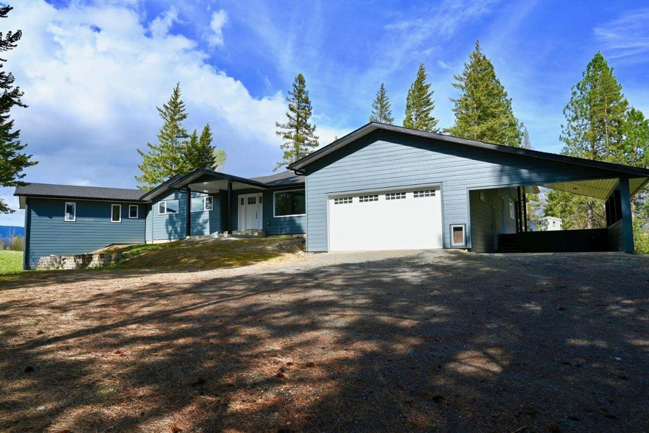 House for sale at 2104 8th Street  Creston British Columbia - MLS: 2438195