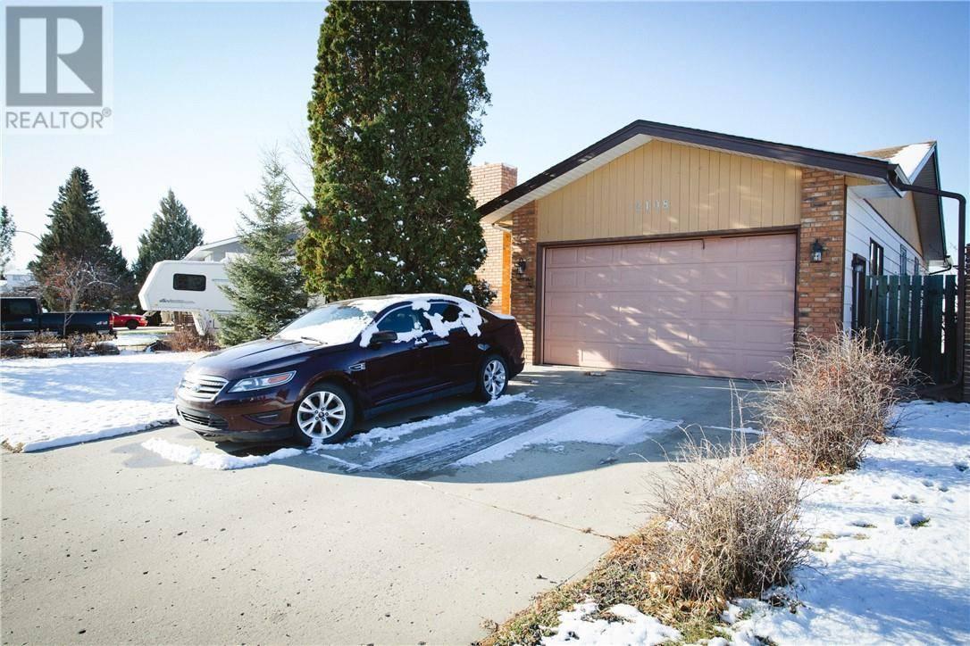 House for sale at 2108 11 Ave Ne Medicine Hat Alberta - MLS: mh0184211