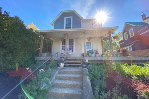 House for sale at 211 2 St SE Medicine Hat Alberta - MLS: A1037004