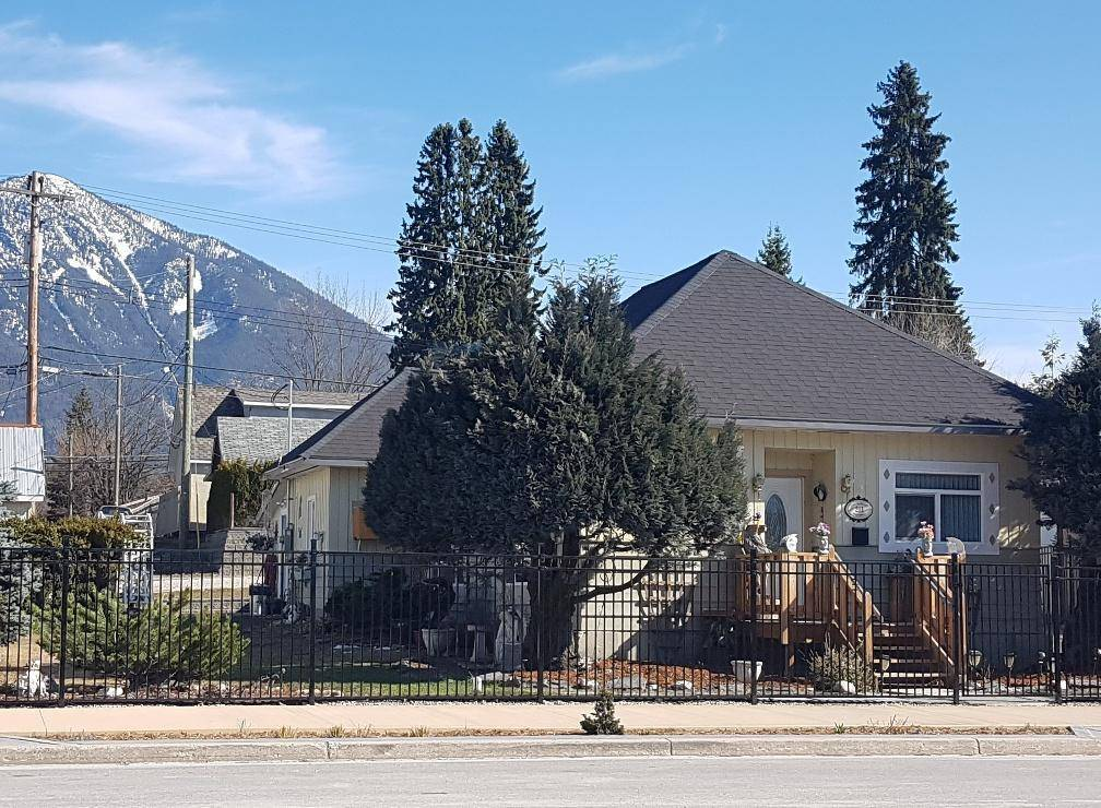 House for sale at 211 Broadway Street W  Nakusp British Columbia - MLS: 2450553