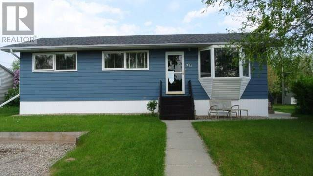 House for sale at 211 First St W Carnduff Saskatchewan - MLS: SK769101