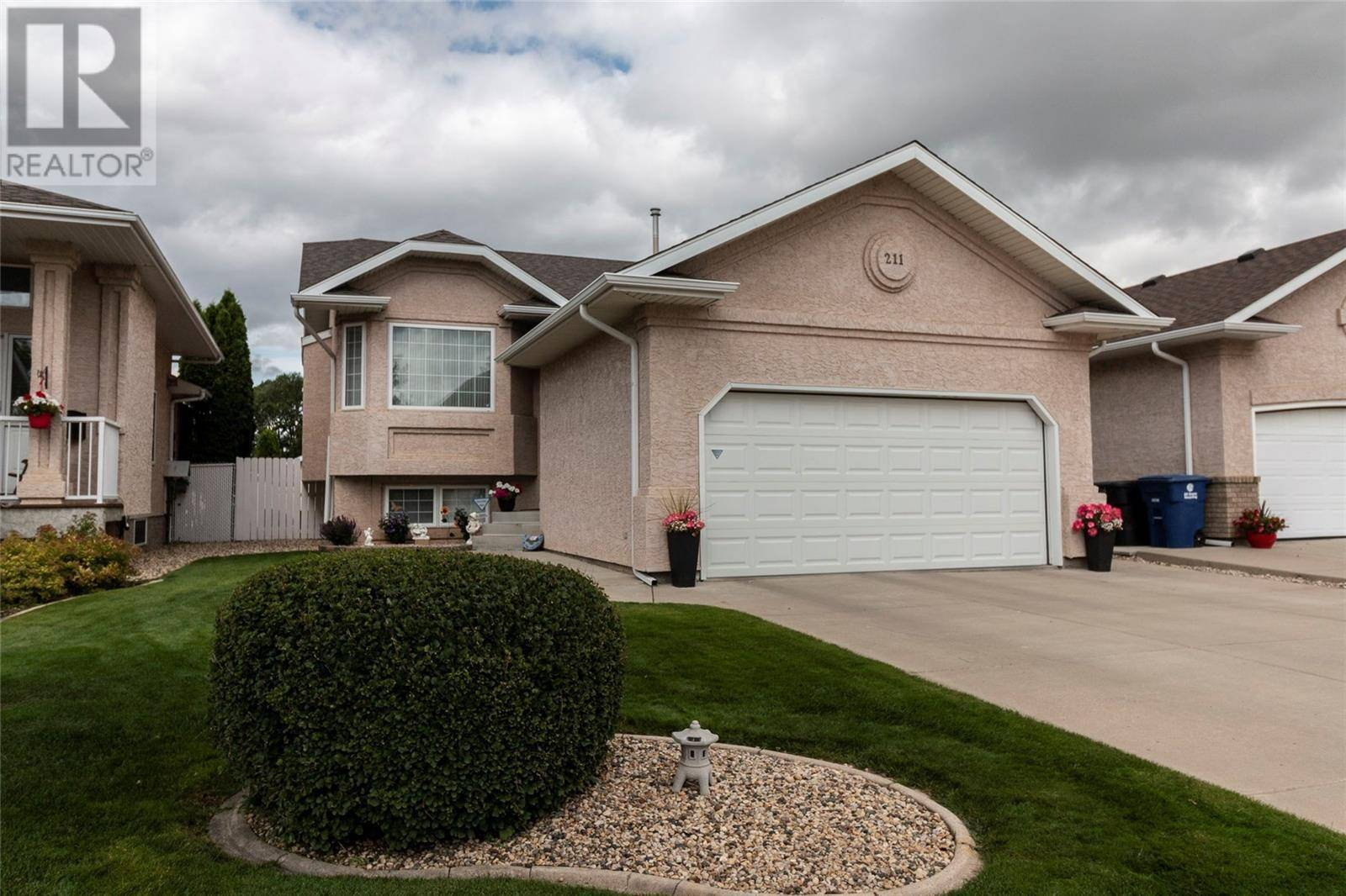 House for sale at 211 Guenter  Saskatoon Saskatchewan - MLS: SK783781