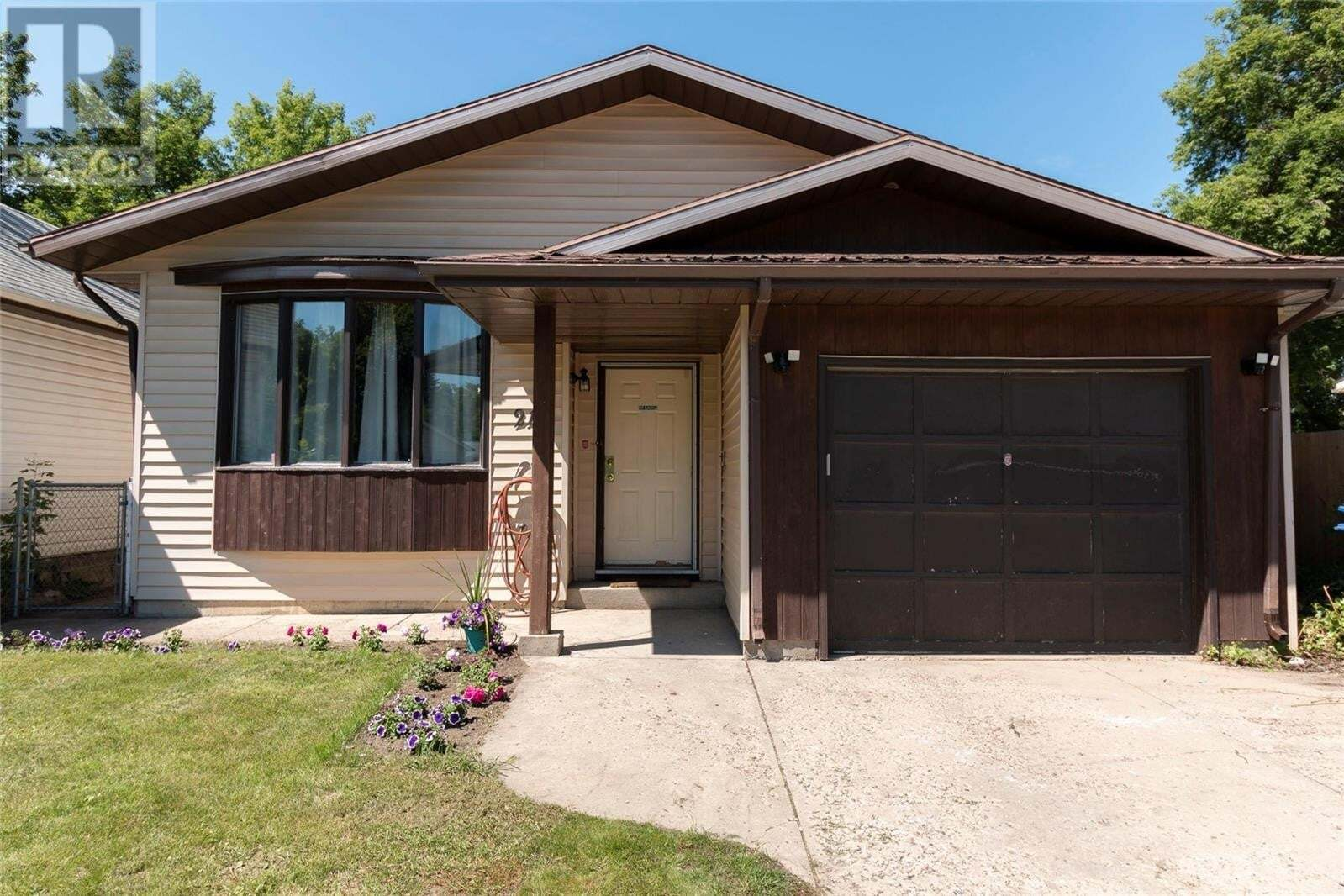 House for sale at 211 L Ave N Saskatoon Saskatchewan - MLS: SK817524