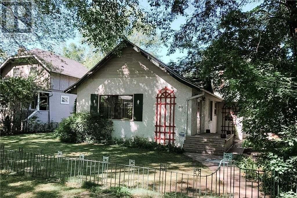 House for sale at 211 Poplar Cres Saskatoon Saskatchewan - MLS: SK820913