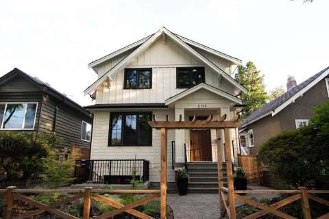 House for sale at 2110 6th Ave E Vancouver British Columbia - MLS: R2477442