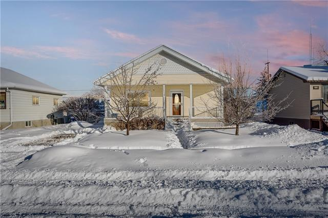 Sold: 2114 18 Avenue, Didsbury, AB