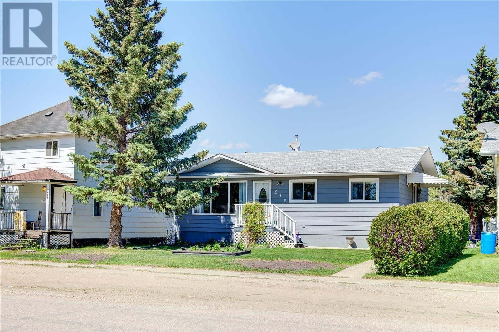 House for sale at 212 First St N Wakaw Saskatchewan - MLS: SK810563