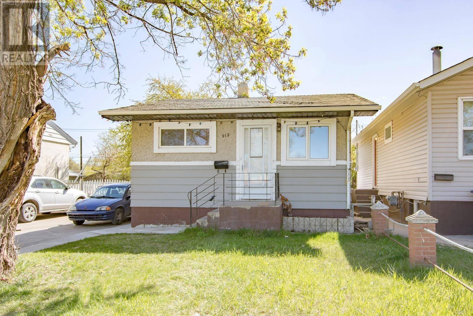 House for sale at 212 W Ave S Saskatoon Saskatchewan - MLS: SK784523