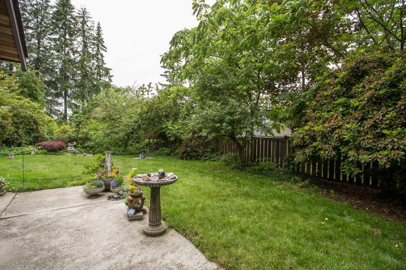 For Sale: 21295 124 Avenue, Maple Ridge, BC | 3 Bed, 3 Bath House for $879,900. See 20 photos!