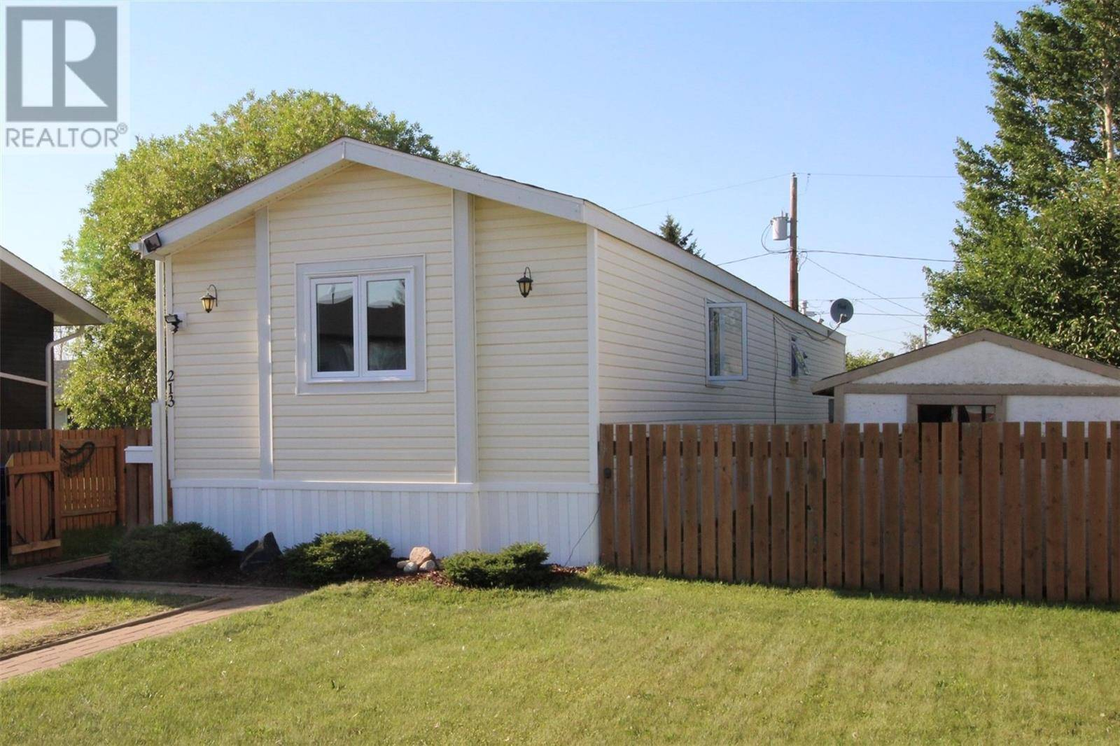 Residential property for sale at 213 3rd St W Langham Saskatchewan - MLS: SK781691