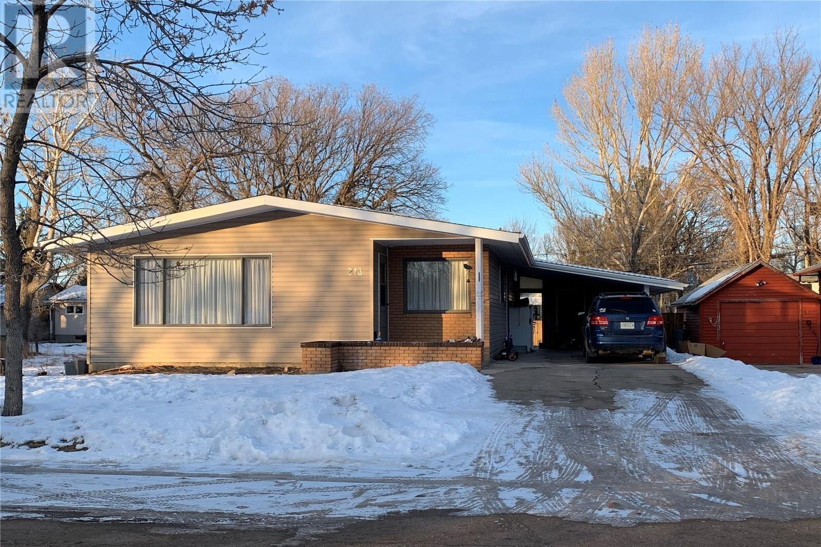 House for sale at 213 7th Ave E Assiniboia Saskatchewan - MLS: SK834820