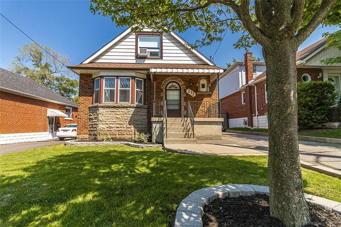 House for sale at 213 East 19th St Hamilton Ontario - MLS: H4079204