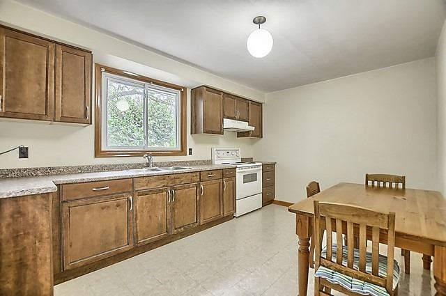 For Sale: 213 Maplegrove Avenue, Bradford West Gwillimbury, ON   3 Bed, 1 Bath House for $564,900. See 18 photos!