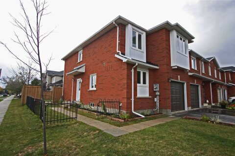 Townhouse for sale at 2136 Oakpoint Rd Oakville Ontario - MLS: W4964973