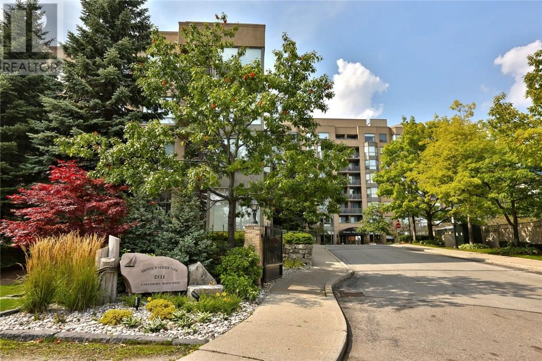 House for sale at 214-2511 Lakeshore Road West Oakville Ontario - MLS: W4221544