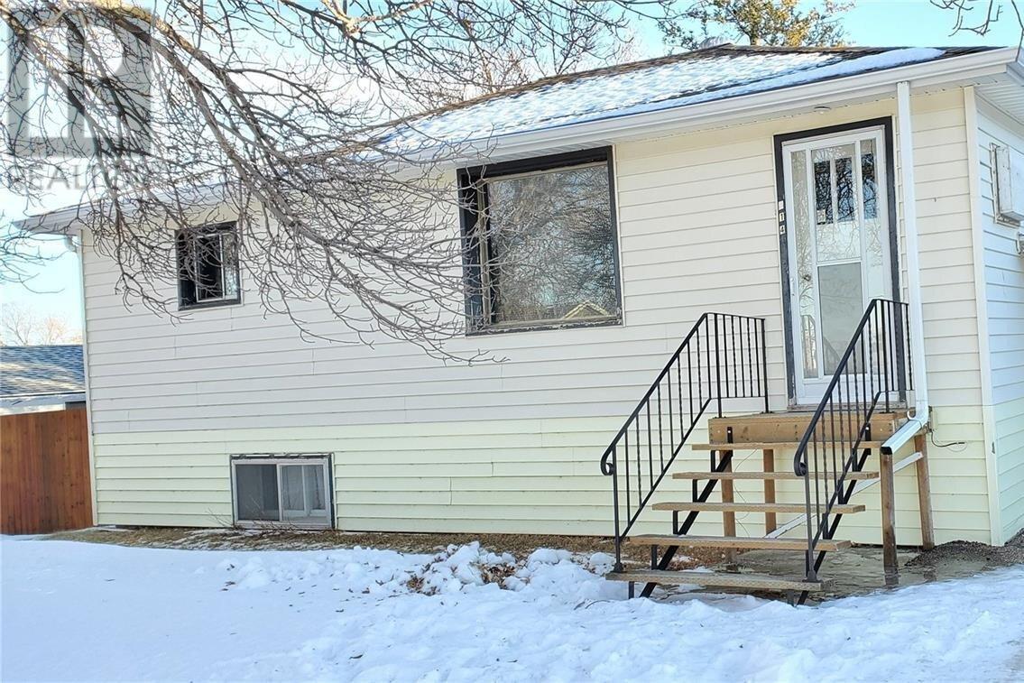 House for sale at 214 3rd Ave N Cabri Saskatchewan - MLS: SK835946