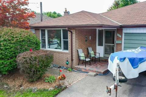 Townhouse for sale at 214 Lupin Dr Whitby Ontario - MLS: E4918644