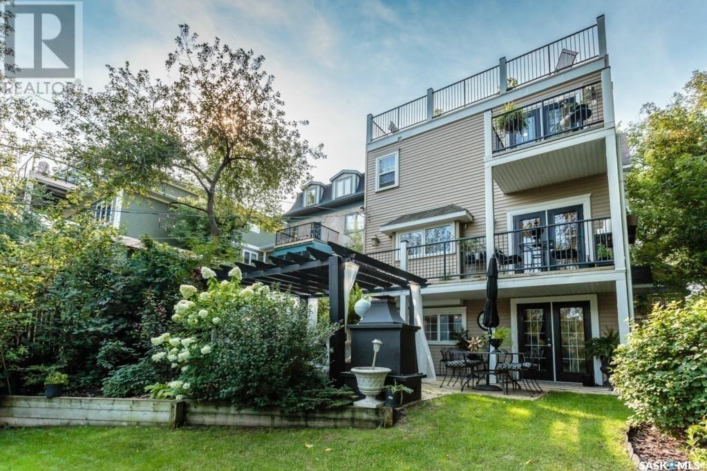 House for sale at 215 11th St E Saskatoon Saskatchewan - MLS: SK828020