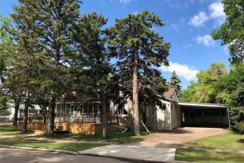 House for sale at 215 Aspen St Maple Creek Saskatchewan - MLS: SK808495
