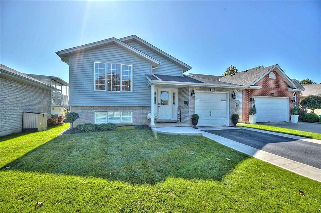 House for sale at 215 Balsam St Welland Ontario - MLS: 30771284