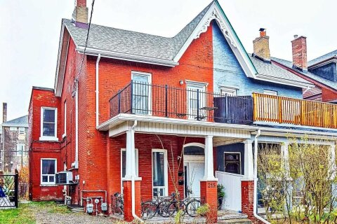 Townhouse for sale at 215 Crawford St Toronto Ontario - MLS: C5055619