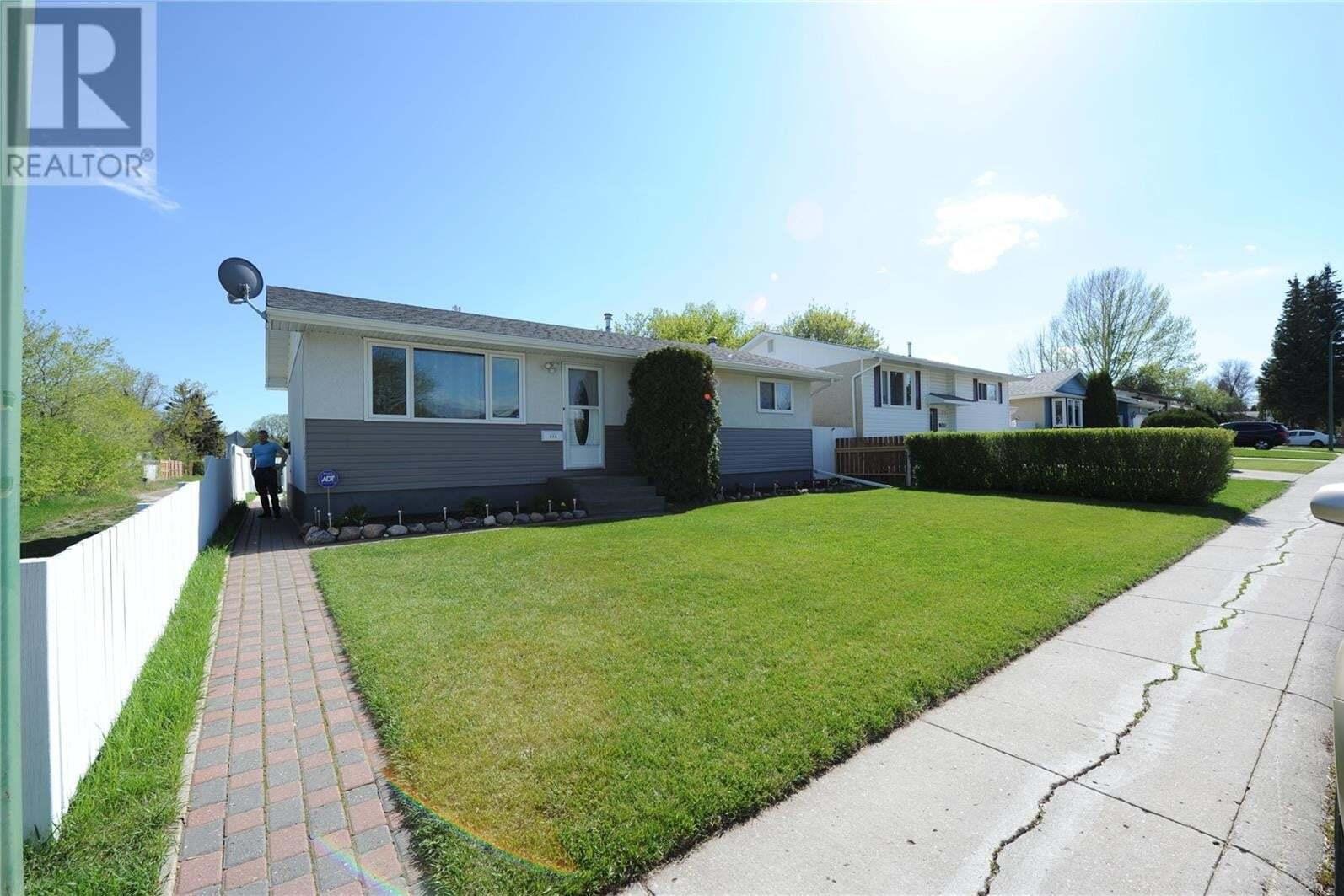 House for sale at 215 Fisher Cres Saskatoon Saskatchewan - MLS: SK809801