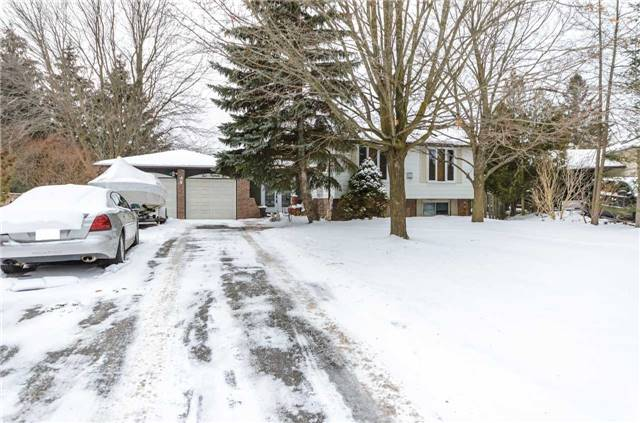 For Sale: 215 Hickory Lane, Barrie, ON | 3 Bed, 2 Bath House for $599,900. See 18 photos!