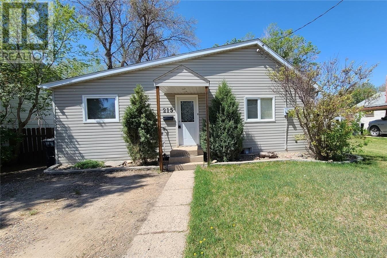 House for sale at 215 Mergens St Weyburn Saskatchewan - MLS: SK839029