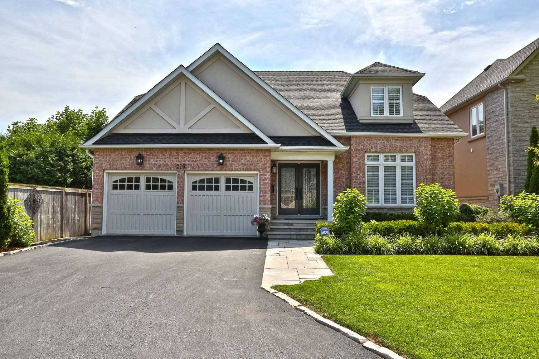 House for sale at 216 Carlini Ct Oakville Ontario - MLS: W4556065