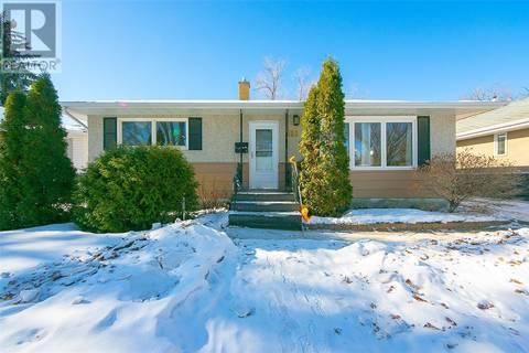 House for sale at 216 Frontenac Dr Regina Saskatchewan - MLS: SK799501