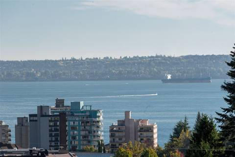 2160 Mathers Avenue, West Vancouver | Image 2